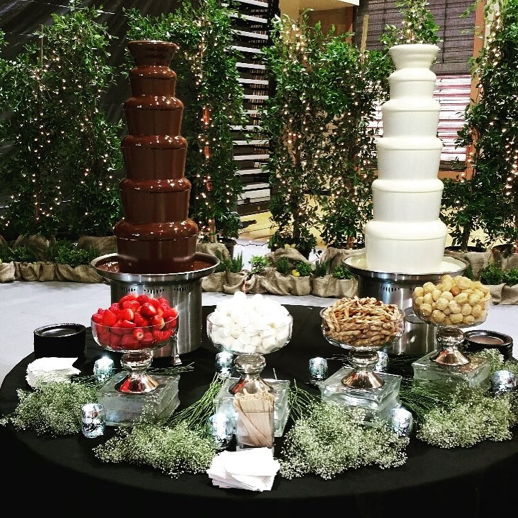 Commercial Chocolate Fountains - White Chocolate Fondue